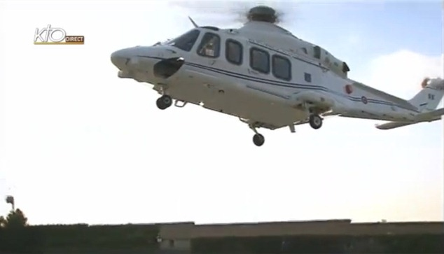 !/.00 - Helicopter leaves Vatican in direction of Castelgandolfo