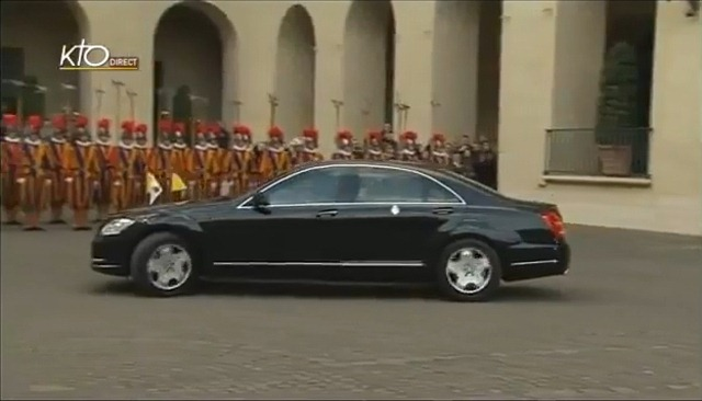 Papal car leaves Palace for last time